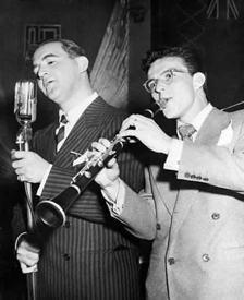 Sinatra-Dorsey role reversal, specs and all, ca. 1942