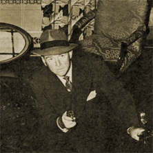 William Gargan as Barrie Craig