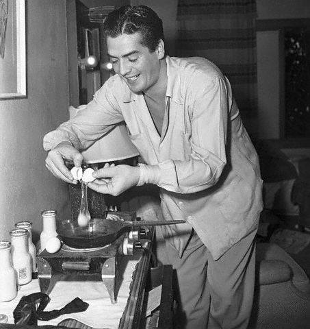 Actor Victor Mature makes breakfast